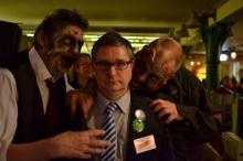 Wetenschapper aangevallen door Zombies